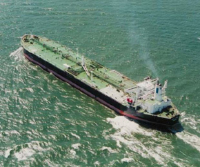Suezmax_oil_tanker_open_sea 290x242