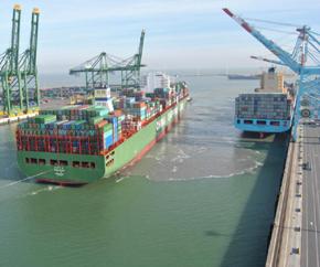 CSCL_STAR_at_APM Terminals Zeebrugge 290x242