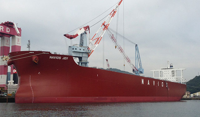 Downgrades Navios Maritime Partners (NYSE:NMM) to Neutral