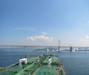 oil_tanker_closeup_bridge_background 290x242