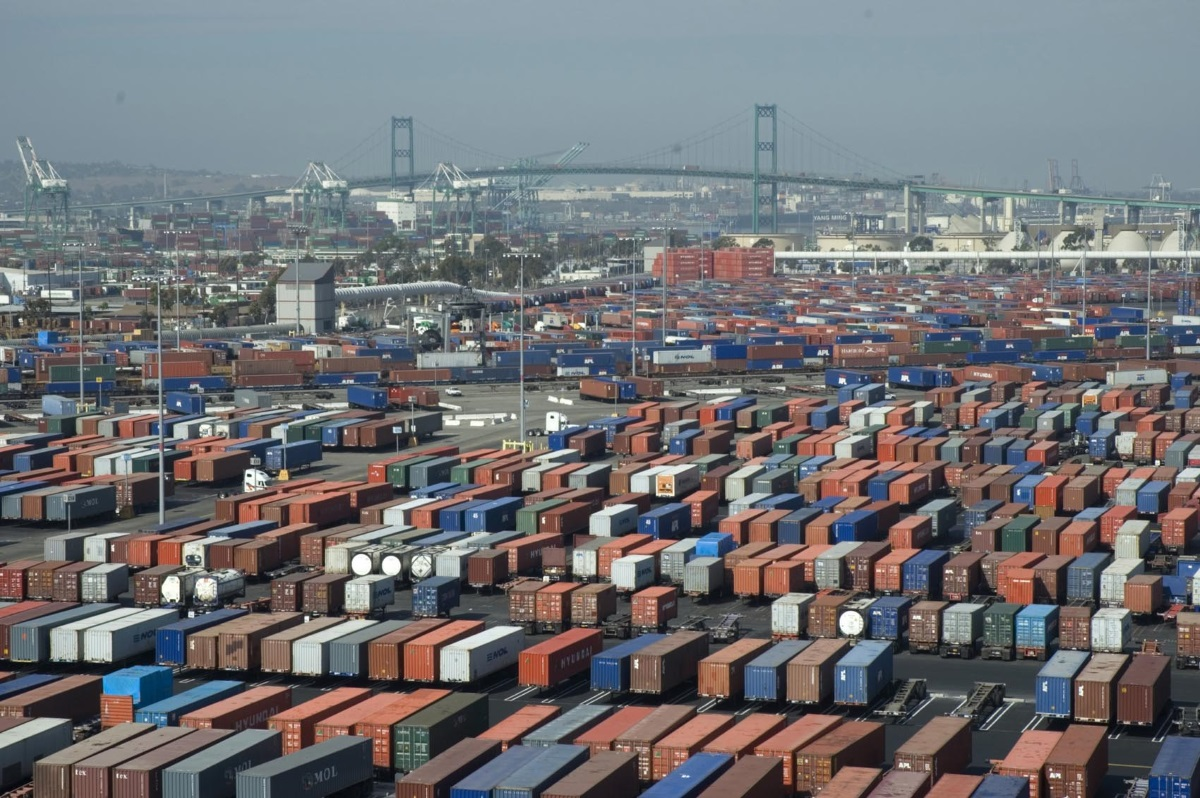 Long Beach Port Receives Zero-Emissions Equipment Grant ...