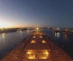dry_bulk_carrier_closeup_night_time 290x242