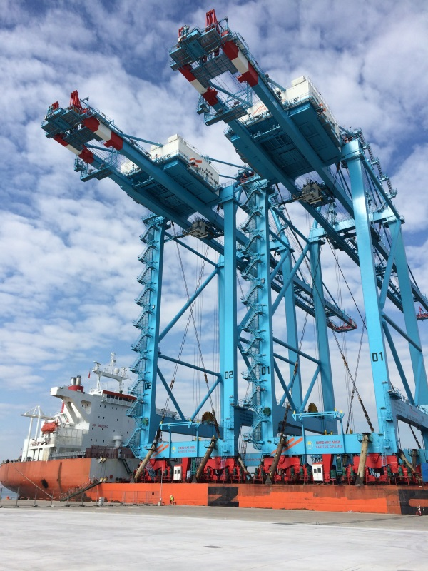 STS cranes arriving at APM Terminals Izmir BIG