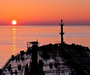 dawn_oil_tanker_closeup 290x242