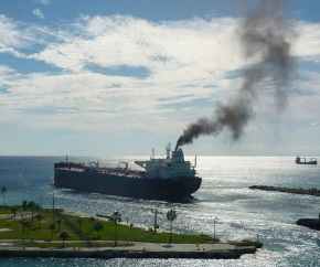 oil_tanker_emission_carbon_dioxide_CO2_pollution 290x242