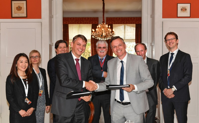 261677 Signing contract Shell - Carnival, Netherlands, Hague, 2016