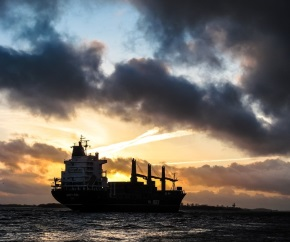 cloudy_dusk_dry_bulk_carrier 290x242