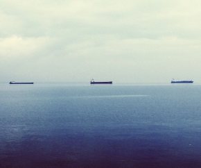 oil_tankers_cloudy_open_sea 290x242