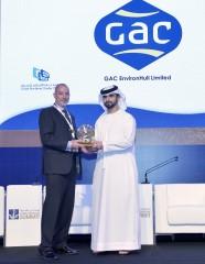 gac-environhull-managing-director-simon-doran-accepts-the-companys-accolade-from-hh-sheikh-mansoor-bin-mohammed-bin-rashid-al-maktoum-at-the-dubai-mar