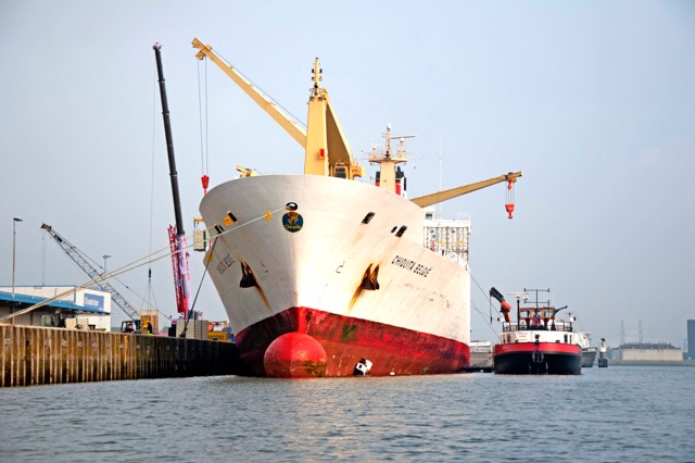 Ship Cleaning Services : Fleet cleaner expands hull cleaning services to all dutch