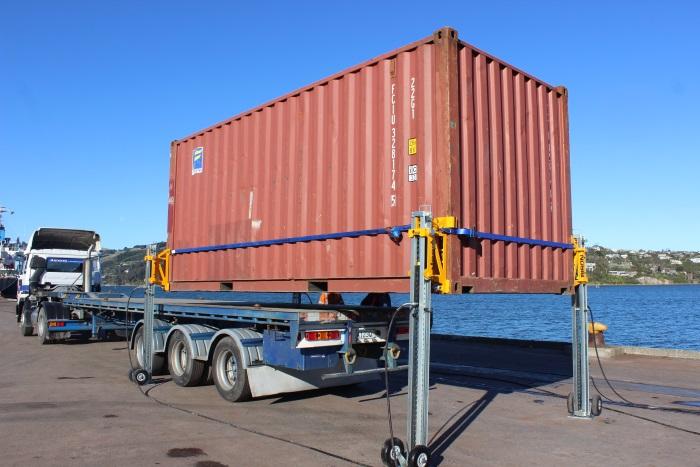 Bison C Lift P32 Creates New Container Logistics